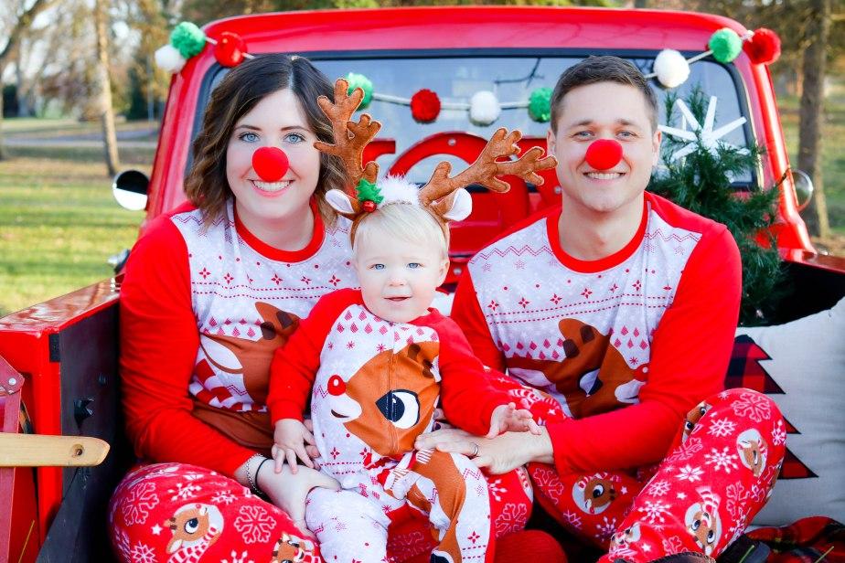 BecciHethcoatPhotography-Christmas Mini Truck Photographer-Wheaton-11 2